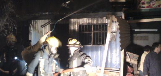 ANGELINO.CL - Incendio dejo casa en Población 2 de septiembre de Los Ángeles completamente consumida por las llamas y a propietaria quemada
