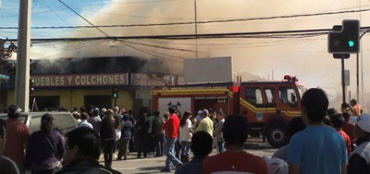 Angelino.cl - Incendio en el centro de Los Ángeles, pérdidas millonarias en local de venta de muebles y colchones