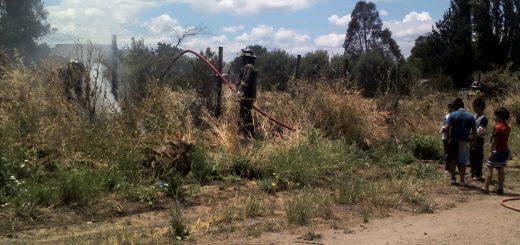 Diversos problemas tiene bomberos en el combate de incendio de pastizales generados por menores de edad