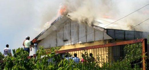 Dos bomberos lesionados, liceo con daños y casa habitación completamente destruida en sector Camilo Henríquez de Los Ángeles
