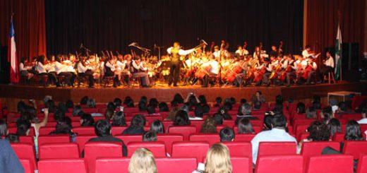 Los Ángeles; Jóvenes se reunieron en Teatro Municipal angelino como parte del II Encuentro de Orquestas.