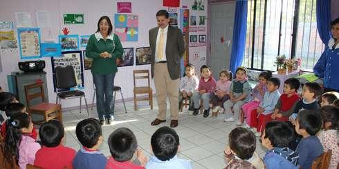 """Efectuarán mejoramiento del patio de juegos del Jardín Infantil """"21 de Mayo"""" que atiende a más de doscientos niños"""