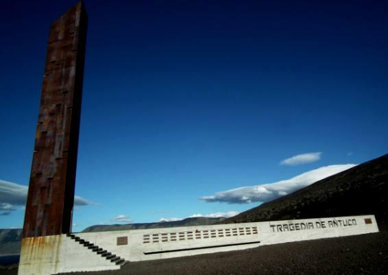 Simbólica y costosa obra memorial permanece ajena a la conmemoración de un nuevo aniversario de la tragedia