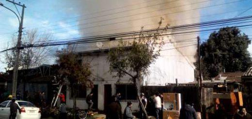 Incendio afectó durante esta jornada a dos inmuebles de calle Freire en Los Ángeles