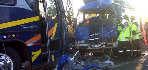 Colisión frontal de buses en Santa Fe deja más de 20 heridos, el más grave, con amputación de ambas piernas