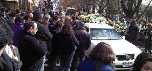 Cientos de personas participaron en el funeral de las 3 víctimas fatales del accidente de tránsito registrado este sábado en la ruta a Concepción