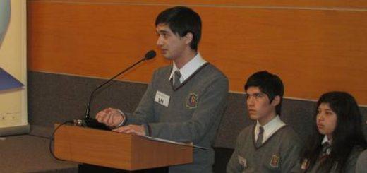 TORNEO DEBATES SANTO TOMÁS: Colegio La Fuente y Liceo Comercial ganan y clasifican a segunda ronda
