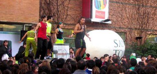 Angelinos bailaron Zumba al ritmo de Rodrigo Díaz