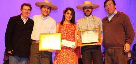 """""""En el aire escribí mi amor"""" interpretada por Camila Paz obtuvo ganó Festival de la Canción de Raíz Folklórica"""