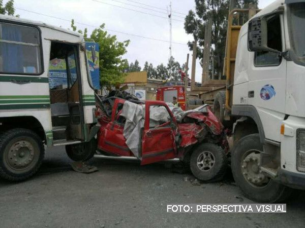 Accidente fatal entre camioneta, camin y bus en cruce Pata de Gallina en Los ngeles