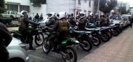 Manifestación de pocos comerciantes ambulantes en municipio movilizó masivo operativo de carabineros