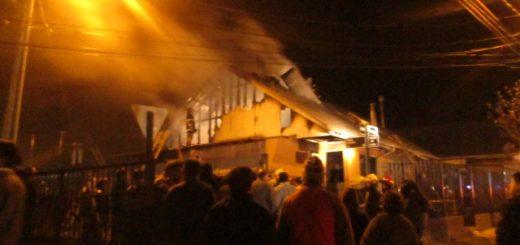 Incendio destruye completamente casa en Villa Galilea
