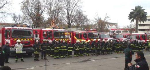 Gobierno Regional entrega carros y equipamiento a bomberos de la zona