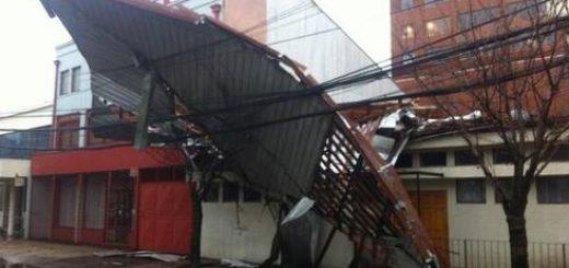 Temporal causa voladuras de techos, cortes de luz y suspensión de clases en Los Ángeles