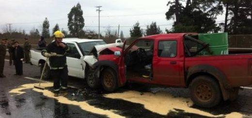 Los Ángeles - Violenta colisión frontal en sector Duqueco deja a una persona fallecida y dos heridos
