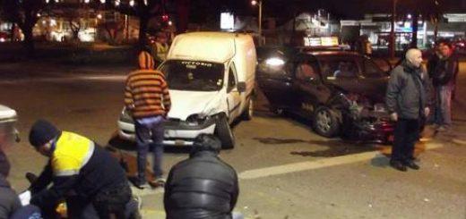 Tres personas lesionadas deja colisión de furgoneta con colectivo