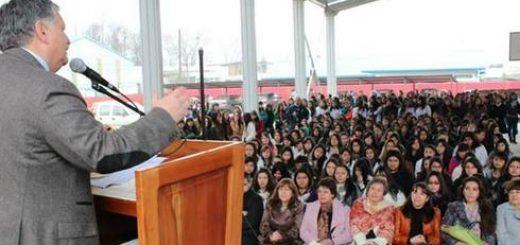 comunidad educativa el Liceo Técnico Juanita Fernández Solar celebró su 50 aniversario