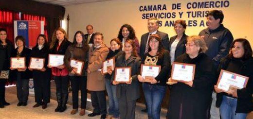 En Los Ángeles se lanzó programa de apoyo al trabajo de jefas de hogar