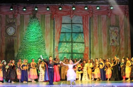 "Ballet Municipal de Los Ángeles deslumbró con clásica obra ""El Cascanueces"""