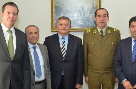 Alcalde angelino y senador Harboe se reúnen con General Director de Carabineros para  adelantar obras policiales