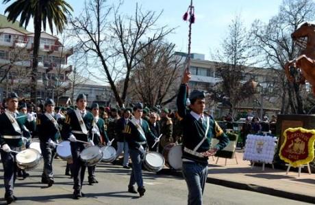 Más de 1.500 alumnos rindieron homenaje a Bernardo O'Higgins en su natalicio