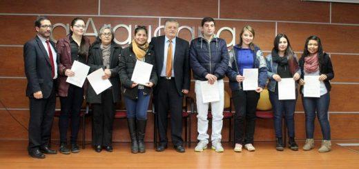 Municipio hace entrega de beca municipal a estudiantes angelinos