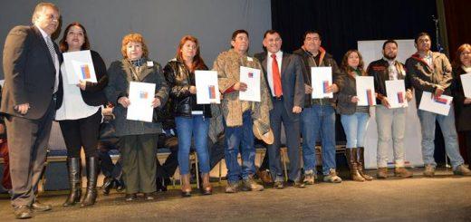 Familias de Los Ángeles reciben sus Títulos de Dominio