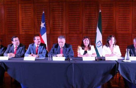 Alcalde Esteban Krause y nuevo Concejo municipal asumen periodo 2016-2020