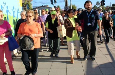 Caminata saludable estimuló a adultos mayores del CESFAM Norte