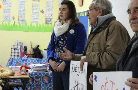 Pequeños estudiantes aprenden sobre buen trato a adultos mayores